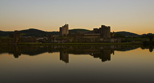 light sunset castle wales reflections dusk south moat caerphilly