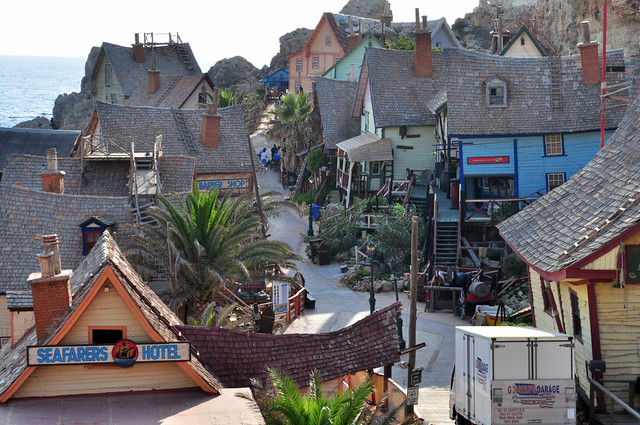 Avenida principal de Sweethaven Village  sweethaven village - 9394509486 2b57c4a4a1 z - Sweethaven Village, el pequeño pueblo maltés donde vive Popeye