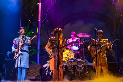 Let it be The Beatles, Savoy theatre London. Pictures of the show live ! John Lennon, Paul McCartney, George Harrison et Ringo Starr en concert. - photo picture image photography