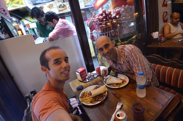 Comiendo en Estambul un kebab