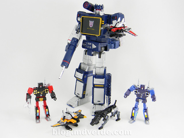 Transformers Soundwave Masterpiece - modo robot vs casetes
