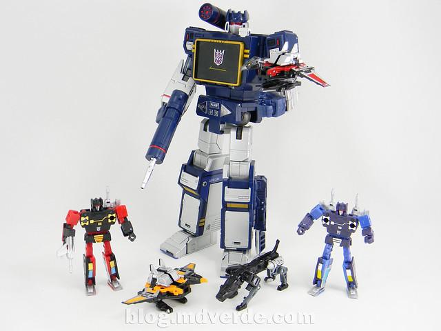 Transformers Soundwave Masterpiece - modo robot vs casetes