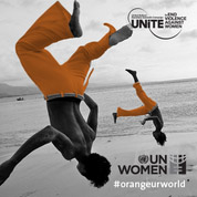 Dos personas saltando con pantalones naranjos #orangeurworld