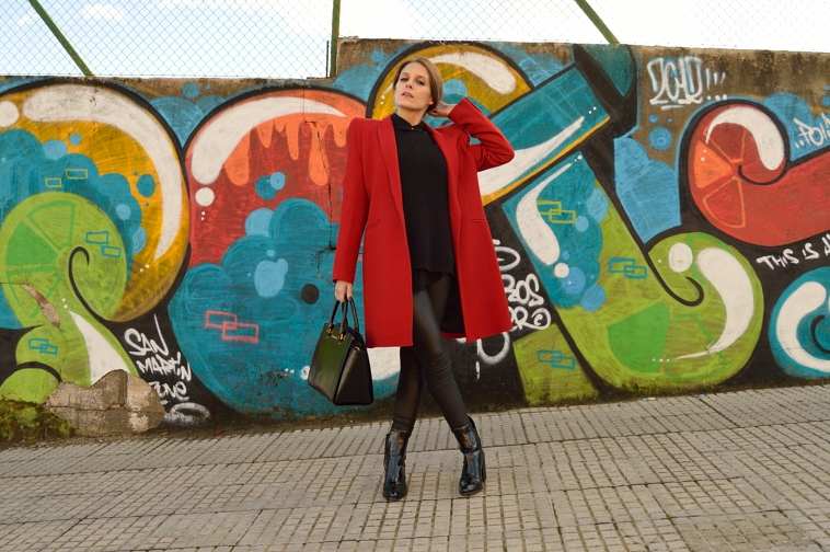 lara-vazquez-madlula-blog-red-coat-blogger-chic-style