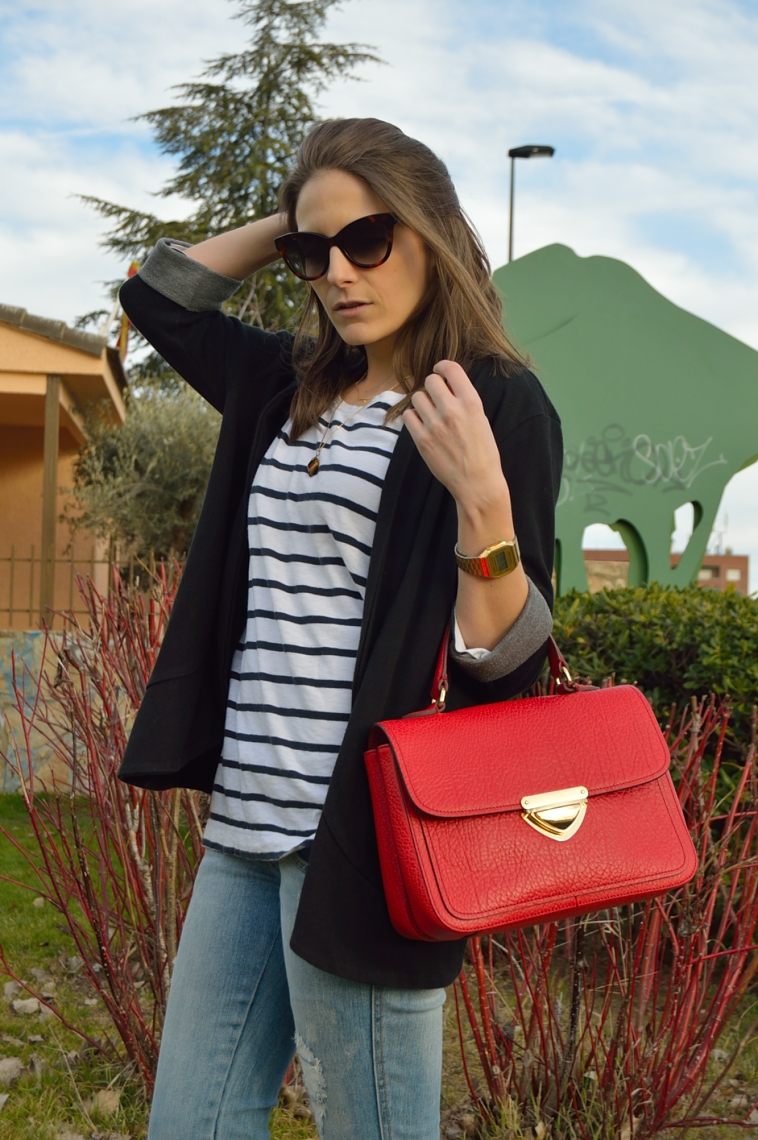 lara-vazquez-madlula-blog-red-bag-stripes-casual-look