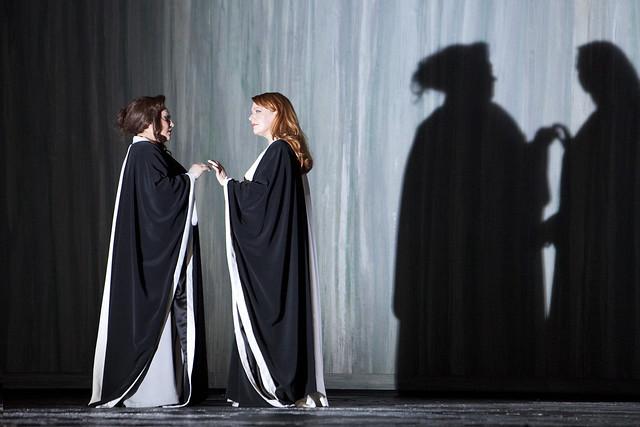 Elena Pankratova and Emily Magee in Die Frau ohne Schatten, La Scala, Milan, 2013 © Monika Rittershaus/Teatro alla Scala