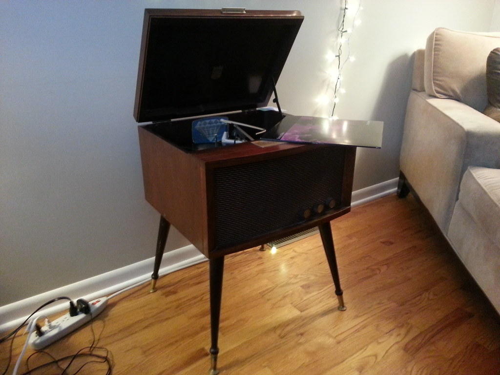 Rebuilding fried 60s Magnavox record player with new parts    Help