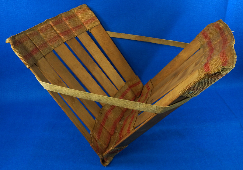 RD0941 Vintage Wood Slat and Burlap Portable Stadium Seat Folding Chair DSC09070