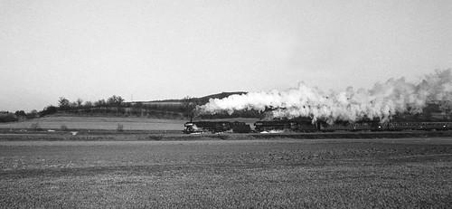 Double header 01 departing Burgkundstadt