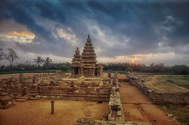 Sunrise at Shore Temple.
