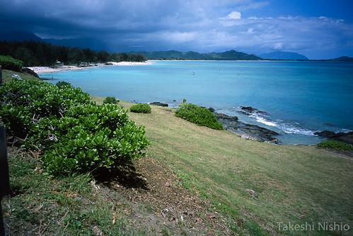 小さな岬からカイルアビーチパークを望む / Seeing Kailua Beach Park from the point