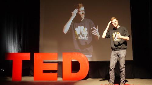 你覺得 TED 是個怎麼樣的服務?他們在鼓勵你分享影片,還是鼓勵你實踐影片中的思想?