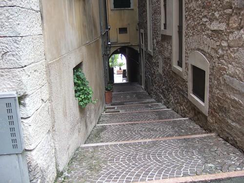 Alleyway, Salo