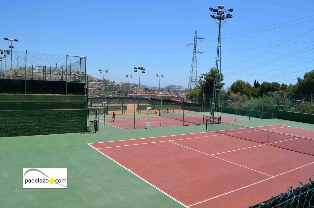 El p del toma impulso de nuevo en el club de tenis m laga for Pistas de padel malaga