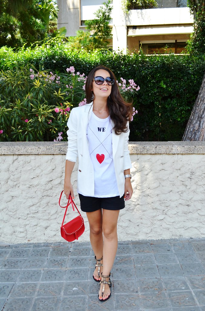 Camiseta blanca y roja