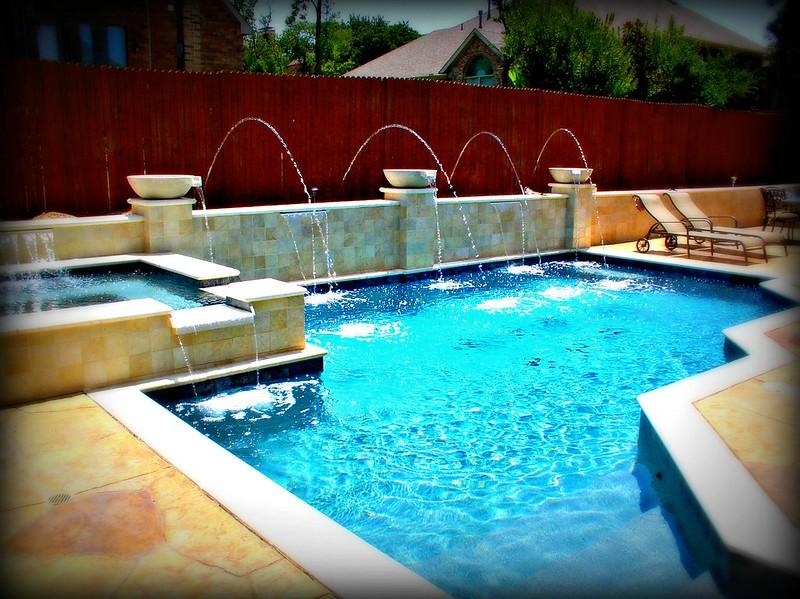 Pool design gallery creative pool design ideas klein for Design pool klein