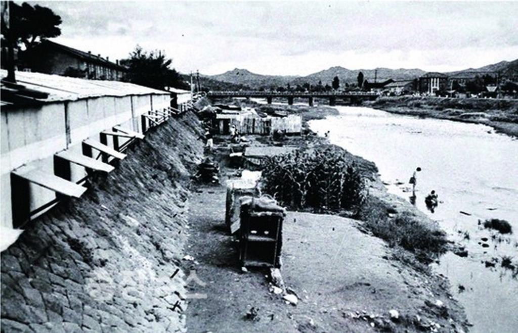 chuniljeongtong jeongdong huts 1(1)