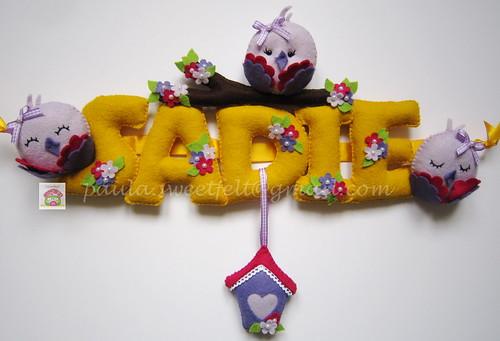 ♥♥♥ Amarelo e violeta são as cores favoritas da Sadie, que é irmã da Marie Celeste e da Megan dos banner anteriores. Já a voar para L.A.! by sweetfelt \ ideias em feltro