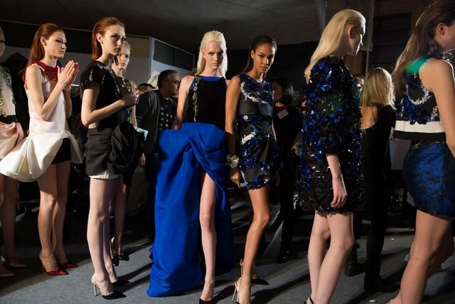 giambattista-valli-couture-spring2014-backstage-10_145816520920.jpg_carousel_parties