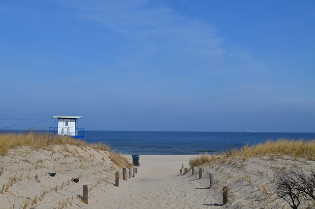 Ahlbeck beach Germany_path to sea with lifeguard tower