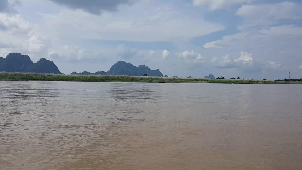 En bateau entre Hpa An et Mawlamyine
