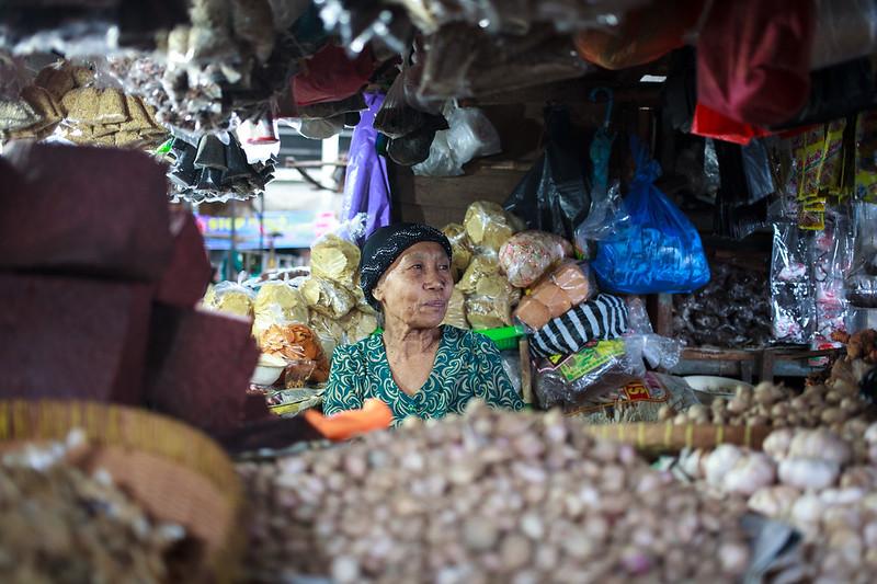 A woman on her shop at Pasa Cacranegara