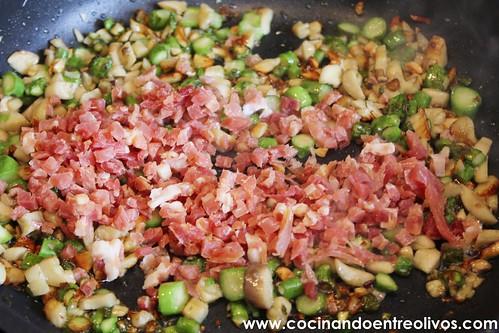 Champiñones rellenos de espárragos verdes y jamón www.cocinandoentreolivos (10)