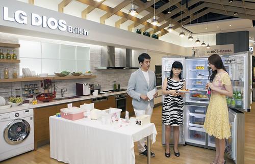 LG디오스 냉장고 공간 활용의 비밀을 공유하는 모습