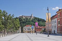 Le Château de Ljubljana et la place du Congrès
