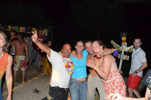 Beach party au milieu de la nuit