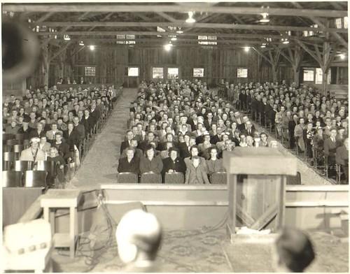 tabernacle crowd 2