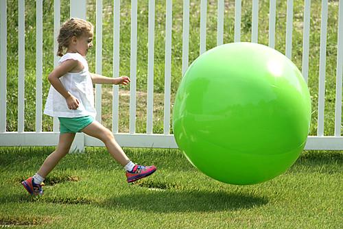 Aut-kicking-ball