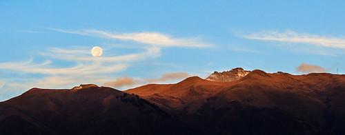 light moon mountain luz sunrise landscape volcano quito ecuador paisaje luna amanecer montaña volcan pichincha victorvargas