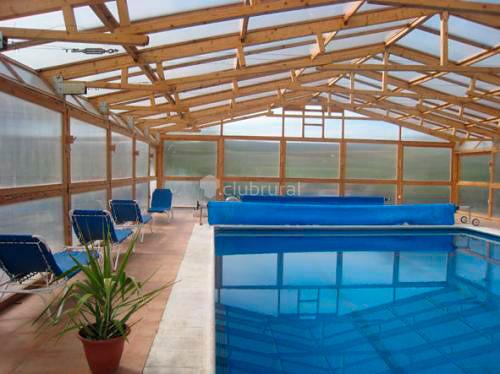 Casas rurales con piscina cubierta clubrural for Temperatura piscina climatizada
