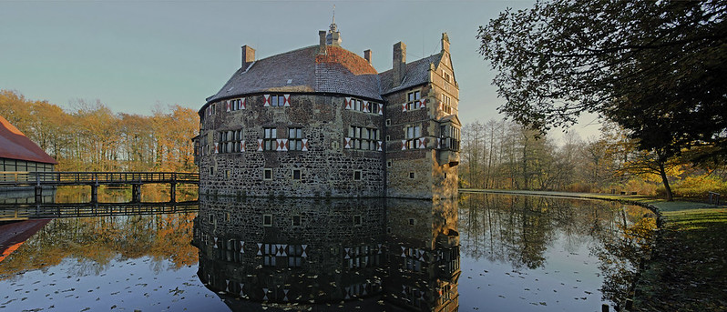 Panorama moated castle Vischering