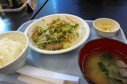 空港食堂のゴーヤチャンプル定食