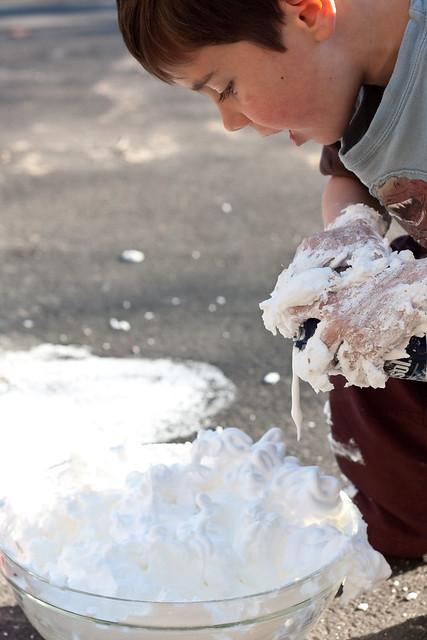 Outdoor Messy Play via The Risky Kids