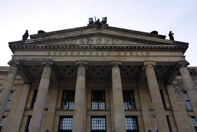 Berlin Portalsäulen des alte Schauspielhauses 1802 eingebaut  im Schauspielhaus 1821 (heute: Konzerthaus)