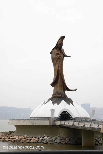 macau guan yin statue far
