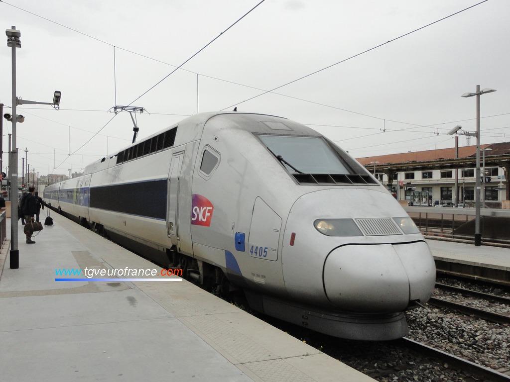 Une rame TGV POS (la 4405 de SNCF Voyages) entrant en gare de Marseille Saint-Charles