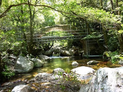 Sentier de la Spelunca : le pont de Zaglia en cours de restauration