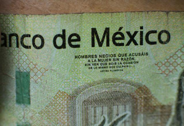 200 pesos Mexicanos: HOMBRES NECIOS QUE ACUSAIS A LA MUJER SIN RAZON, SIN VER QUE SOIS LA OCASION DE LO MISMO QUE CULPAIS