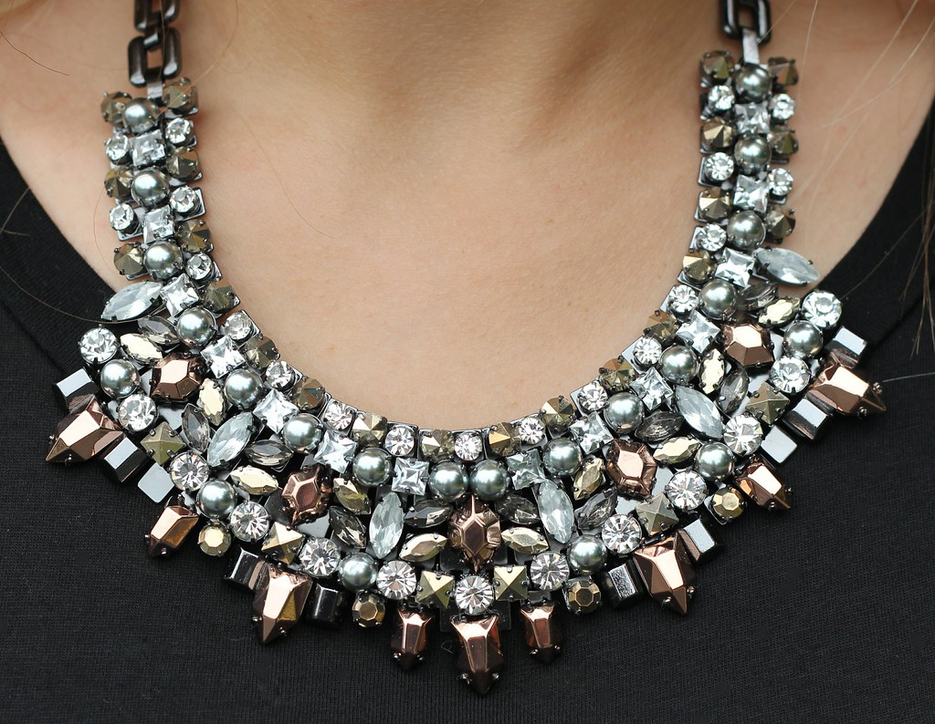 Stella and Dot Kahlo Bib Necklace