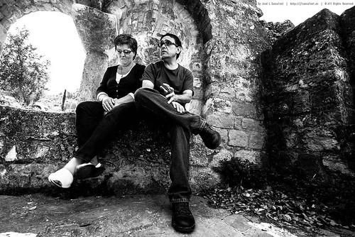 Sentados en la ermita romanica de la Serra D`Or by Sansa - Factor Humano