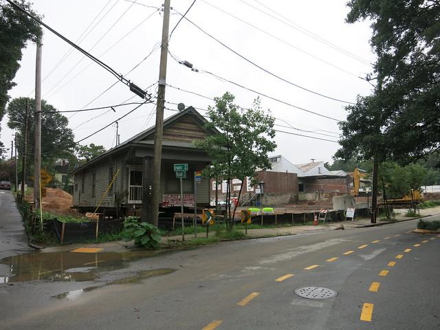 IMG_3139-2013-08-07-Cottage-at-723-Lake-Ave-moved-to-corner-of-Waddell-Street-for-Krog-Street-Market