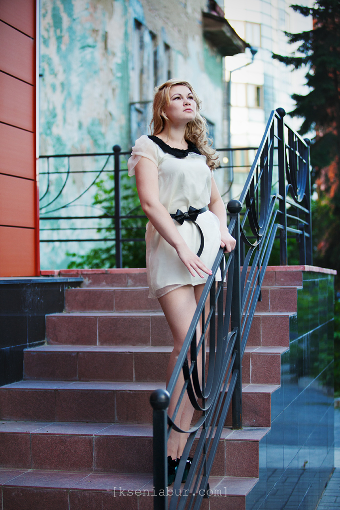 Прогулочная фотосессия девушки в городе