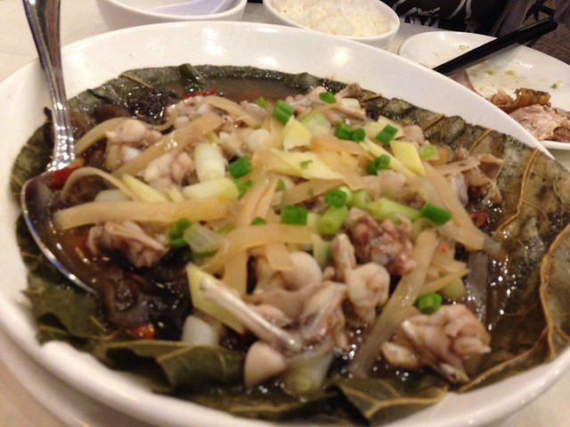 蔥菜雲耳蒸田雞 (Steamed Frog w/ Preserved Veggie)