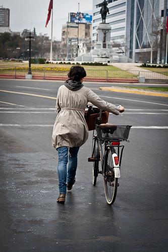 Caminando la bici, Plaza Baquedano
