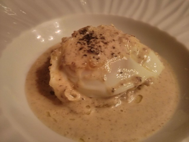 huevo trufado con salsa de setas - restaurante espliego - vila-real castellón