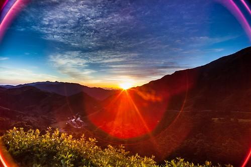 "Cosmic Sunrise ""宇""宙的朝""曦""----   Mt.Hehuan , Nantou,Taiwan  南投,合歡山"